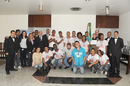Participantes da visita nº 81 com empregados e colaboradores da Casa da Moeda