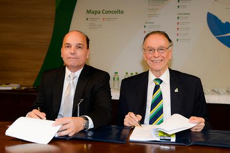 O presidente da CMB, Francisco Franco, e o do Comitê Organizador dos Jogos Olímpicos e Paralímpicos Rio 2016, Carlos Arthur Nuzman