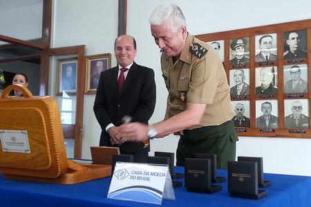 Descaracterização da medalha comemorativa