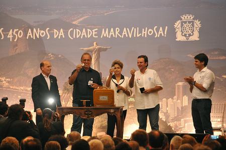 Presidente da CMB entrega medalhas a autoridades